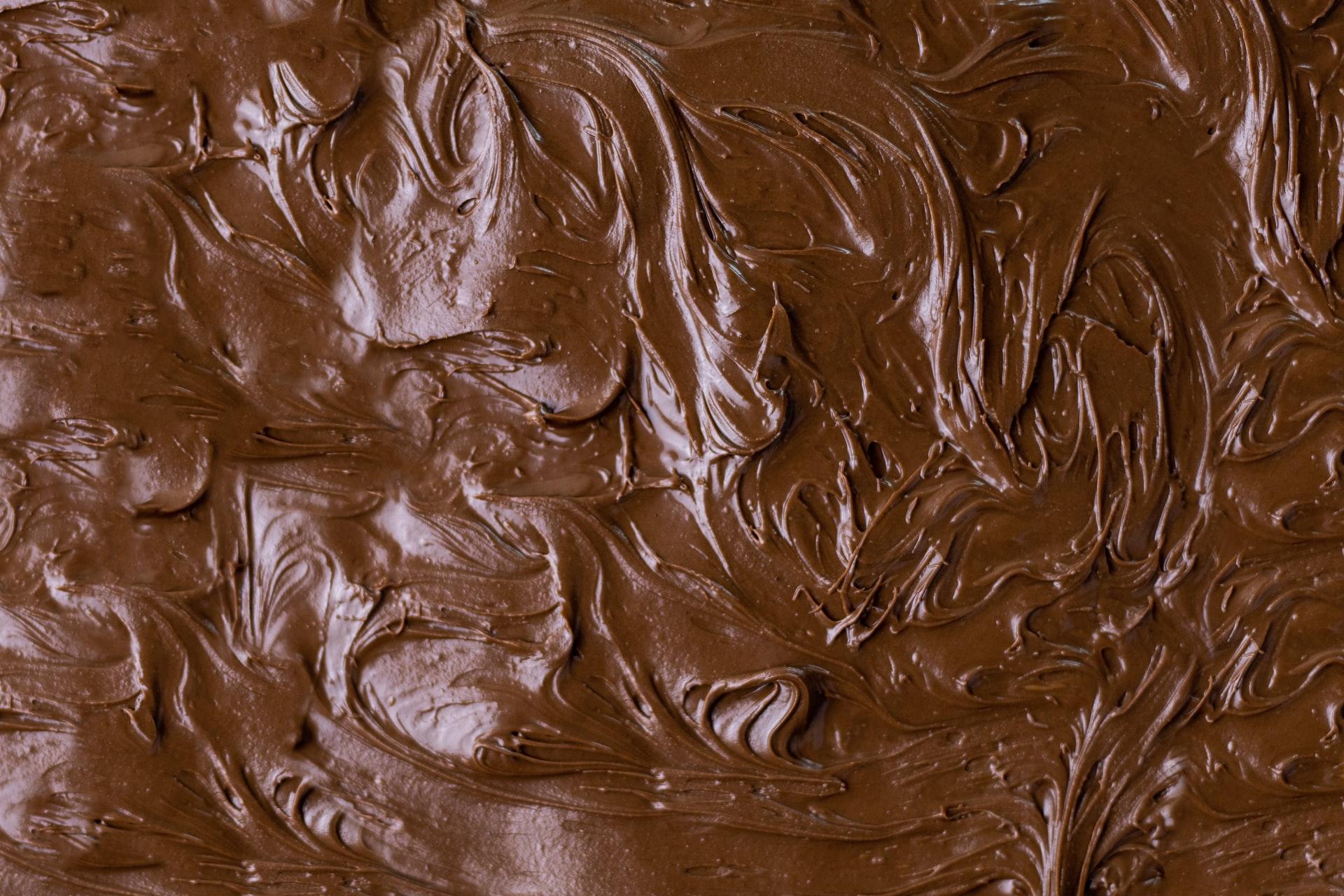 Gemolten chocolade op een plaat